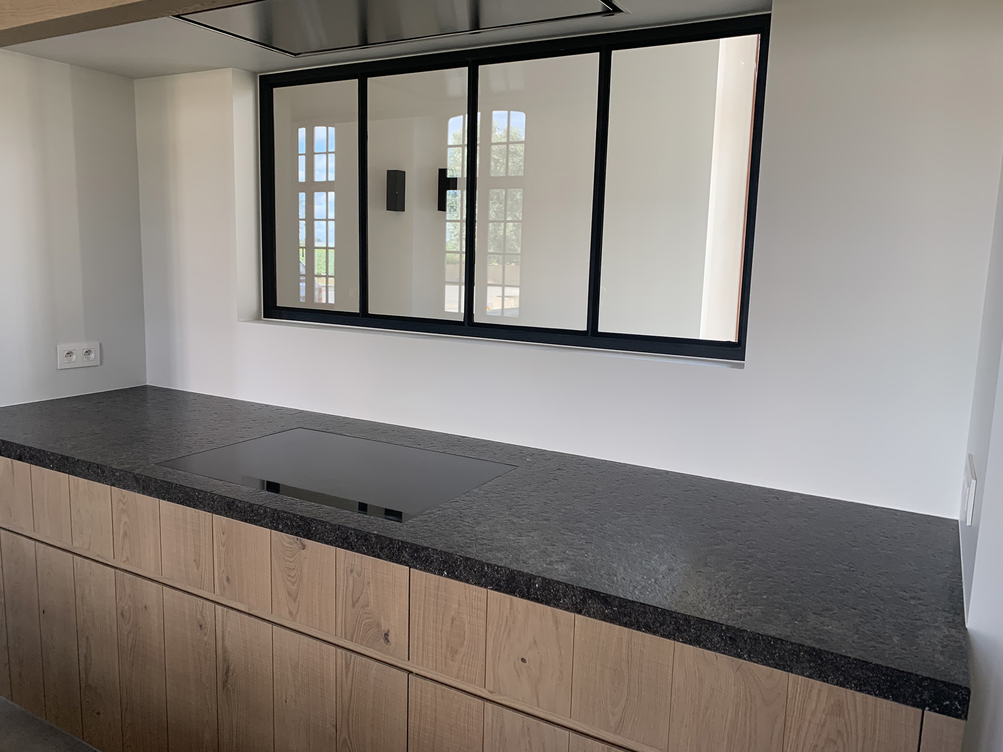 Belgian Blue Stone - Kitchen - worktop Flamed and brushed - Conception