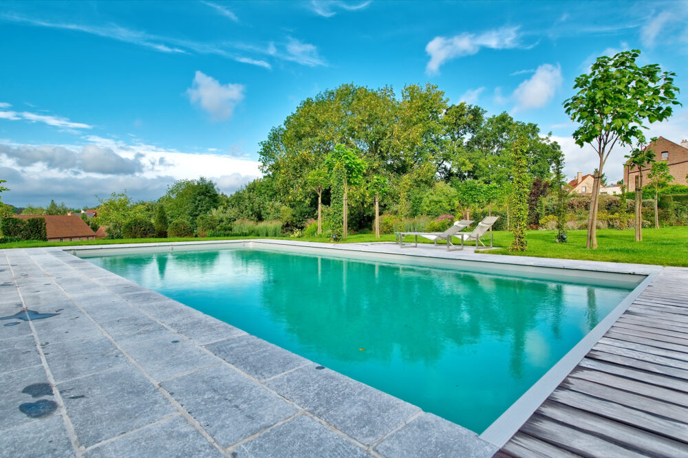 Belgian Blue Stone - Swimming pool - petit granit - Floor tiles dalles de soignies light