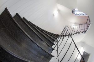 08 - Pierre Bleue Belge - Escalier - Adouci Bleu