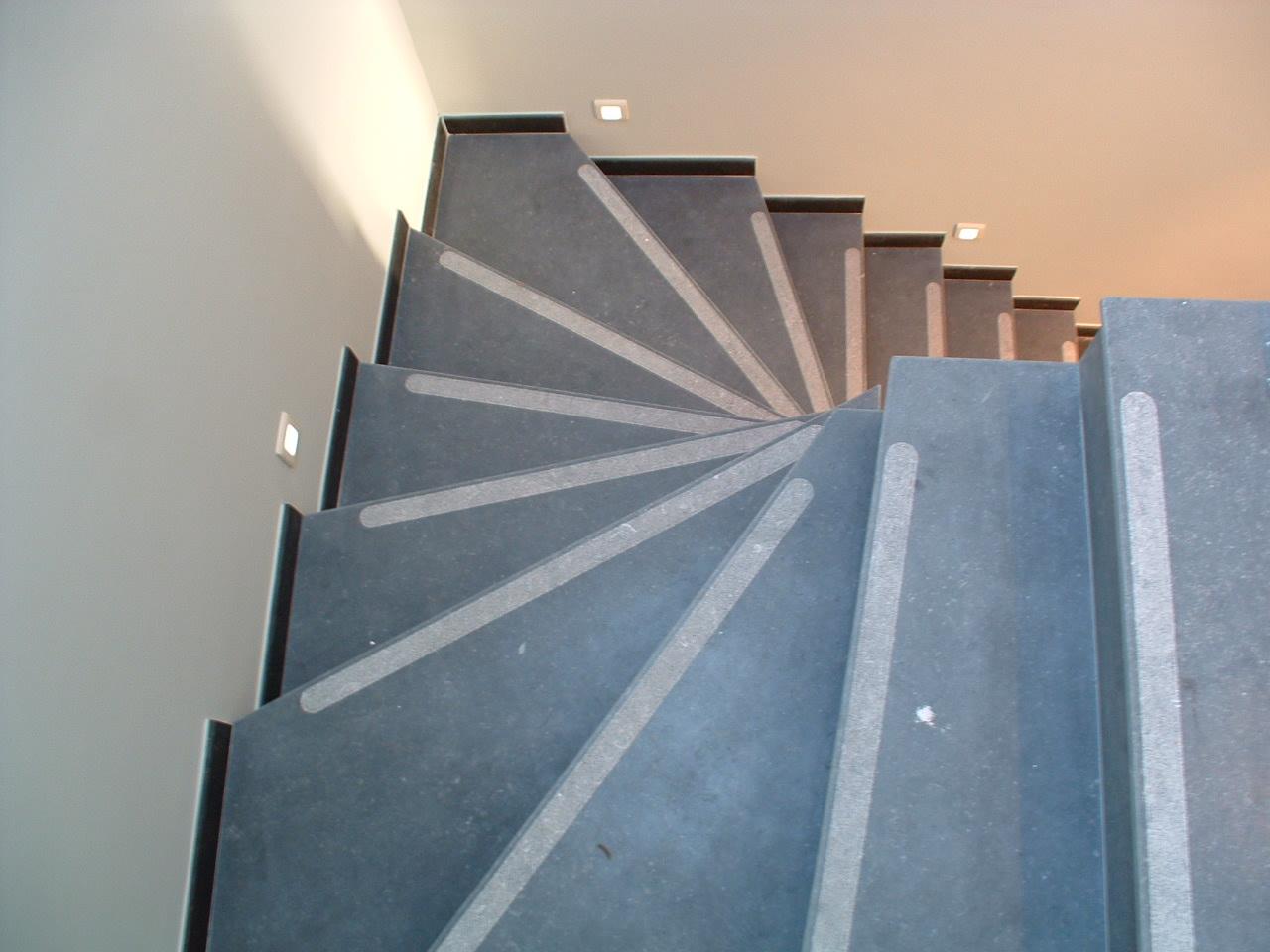 escalier meul i antid rapant bouchard pierre bleue belge. Black Bedroom Furniture Sets. Home Design Ideas