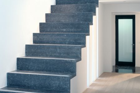 Pierre Bleue Belge - Escalier - Adouci Noir 2