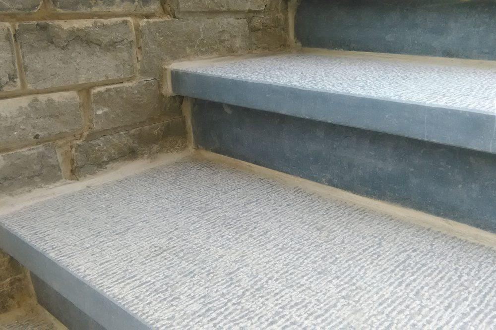 Pierre Bleue Belge - escalier marche contremarche jardin - Sbattu