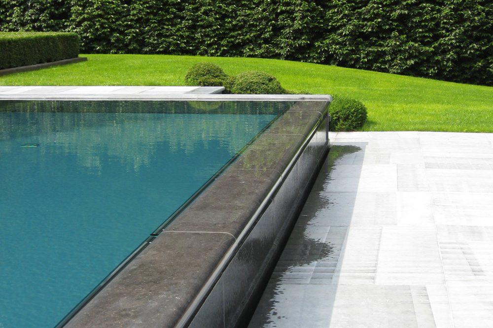 piscine à débordement pierre bleue belge 2